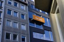Orange Sign »For Sale«