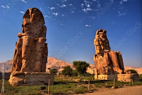 In de dag Egypte The Colossi of Memnon (1350 BC). Luxor, Egypt