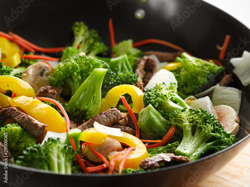 Photo  wok beef stir fry with selective focus