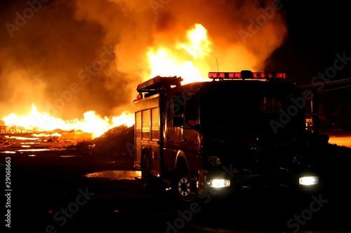 Fotografia Firetruck and Fire