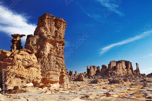 Poster Algérie Bizarre sandstone cliffs in Sahara Desert