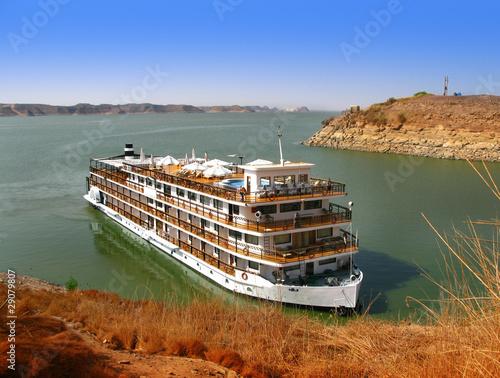 Tuinposter Egypte Luxury Nile Cruise at Lake Nasser, in Abu Simbel, Aswan (Egypt)