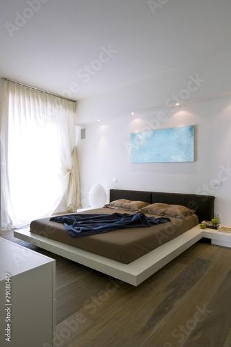 moderna camera da letto – kaufen Sie dieses Foto und finden Sie ...