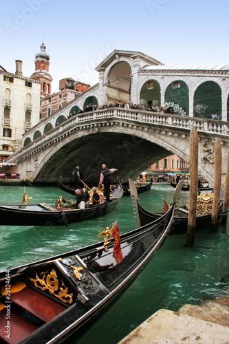 Foto op Aluminium Venetie Venice: Gondolas waiting for a romantic ride