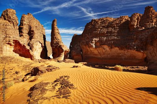 Poster Algerije Bizarre sandstone cliffs in Sahara Desert, Tassili N'Ajjer, Alge