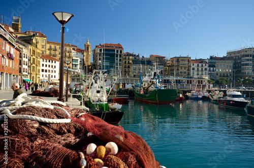 Tela Dans le port de San Sebastian