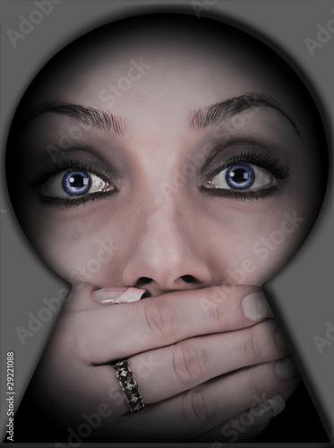 Plakaty o przemocy sekret-kobiecy
