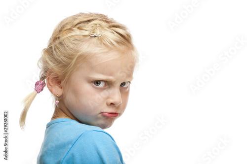 Fényképezés  Junges Mädchen schaut verärgert u. beleidigt in Kamera