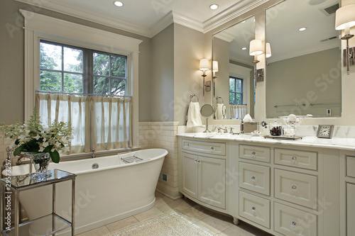 Photo Master bath with marble counter