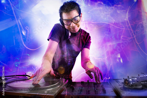 Foto  Dj playing at the concert