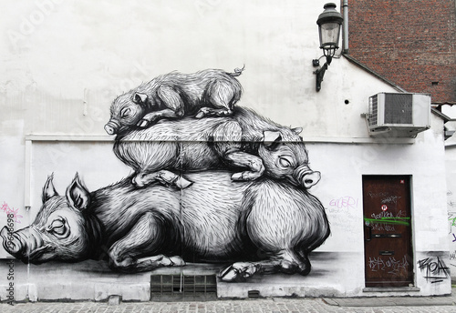 Pigs mural in a Bruxelles wall