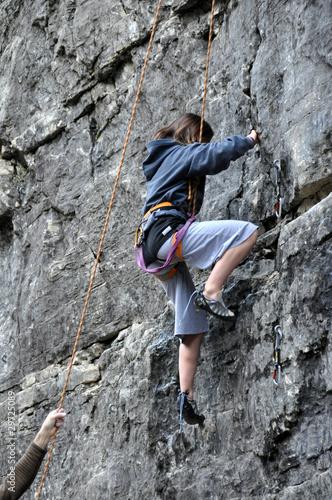 Papiers peints Alpinisme apprentissage de l'escalade enfant