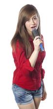 Jeune Fille Se Rêvant Chanteuse