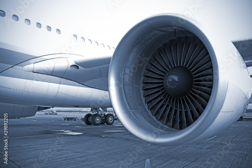 Photo airplane engine in airport