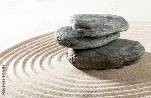 Photo sur Plexiglas Zen pierres a sable nature morte galets et sable zen