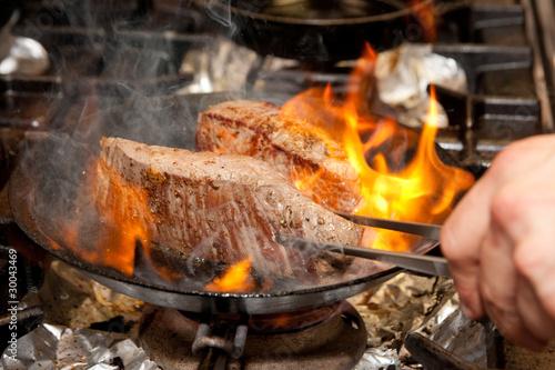 In de dag Grill / Barbecue Rumpsteak in Pfanne