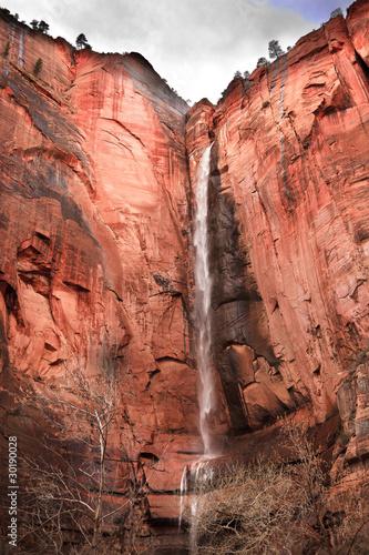 swiatynia-sinawava-wodospad-red-rock-wall-zion-canyon-utahl