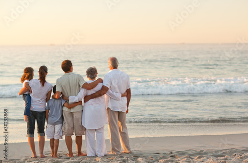 Obraz Beautiful family at the beach - fototapety do salonu