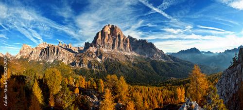 ladny-widok-panoramiczny-wloskich-dolomities