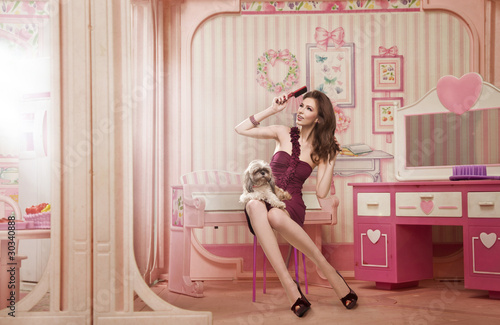 Photo  Cute woman as a doll in her living room