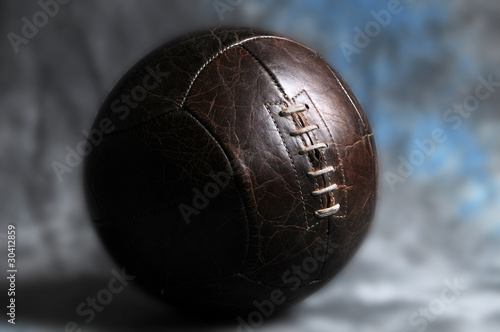 Photo Ballon de foot en cuir  avec lacet