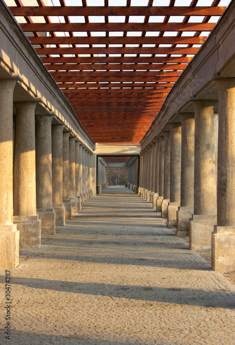 wroclawska-pergola-z-kamiennymi-kolumnami
