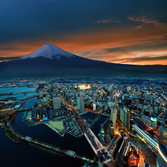 Panel Szklany Japoński Surreal view of Yokohama city and Mt. Fuji
