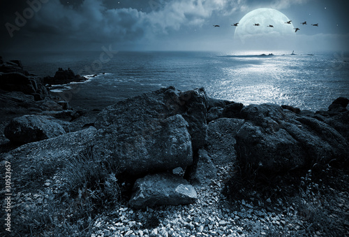 Montage in der Fensternische Vollmond Fullmoon over the ocean