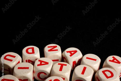 Photo lettere alfabeto su fondo nero
