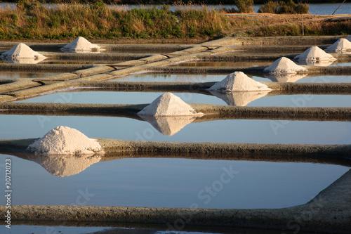 Fotografia, Obraz  marais salants de guerande tas de sel