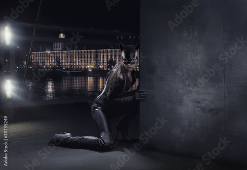 Amazing catwoman hunting at night Wallpaper Mural