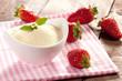Grieß und Erdbeeren