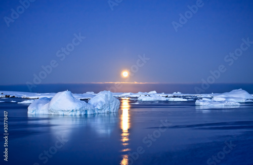 Spoed Foto op Canvas Gletsjers Summer night in Antarctica