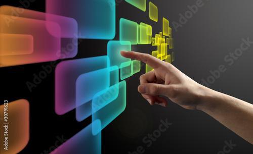 Doigt pressant un bouton sur un écran tactile Wallpaper Mural