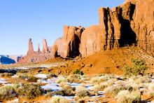 The Three Sisters, Monument Valley NP, Utah-Arizona,USA