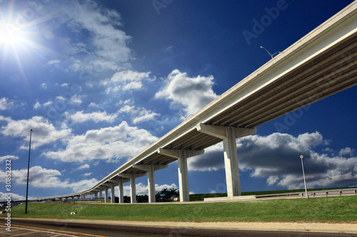Photo Long overpass on a sunny day