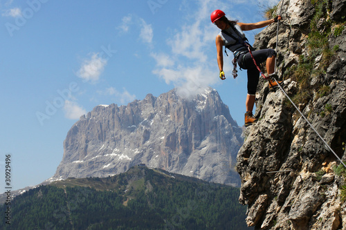 Fotografiet  Young woman climbing in the Dolomits, Italy