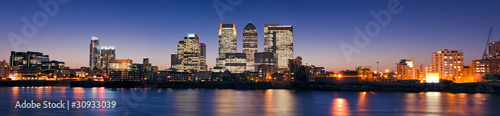 Poster London Canary Wharf at twilight