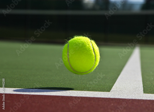 Photo  Tennis- Ball and Court