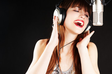 Fototapeta popstar singing to the microphone