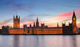 Big Ben i parlament przy zachodzie słońca