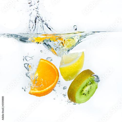 Poster Eclaboussures d eau fruit splashing
