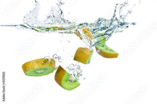 Poster Eclaboussures d eau kiwi splashing