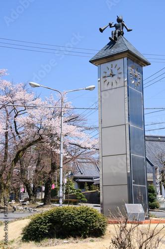 Papiers peints Scandinavie Clock Tower and Cherry Blossoms - Iida City, Nagano, Japan
