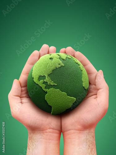 Plakaty ekologiczne trzymajac-zielona-ziemie