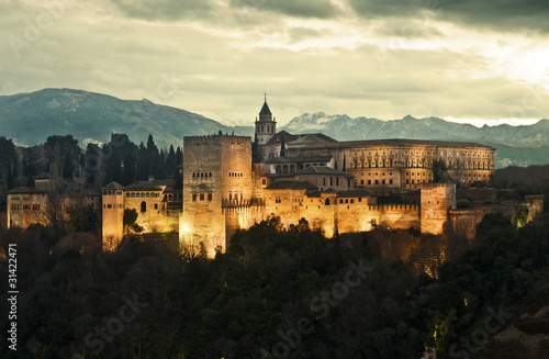 Photo Alhambra Palace at Dusk