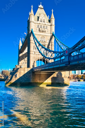 Foto op Canvas Londen The TowerBridge in London on a bright sunny day
