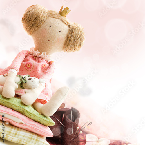 Photographie  Doll princess and textile and sewing accessory