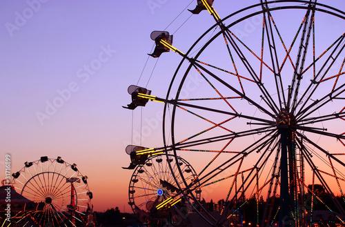 Papiers peints Attraction parc Carnival Silhouettes