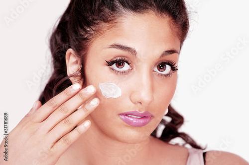 Fototapety, obrazy: Pretty girl applying face cream